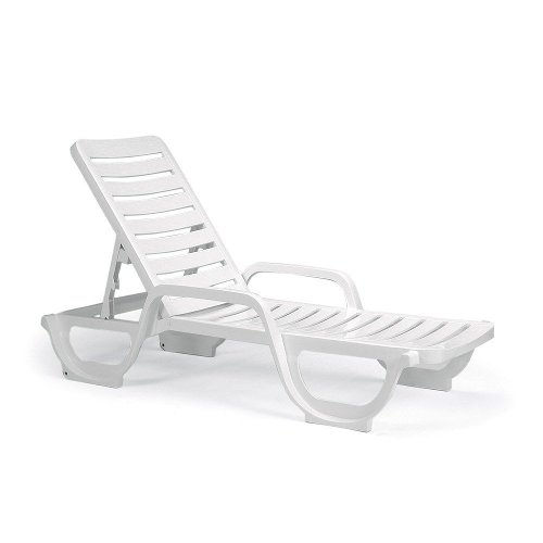 Cameron diaz grosfillex inc chaise lounge chair from the for Chaise longue grosfillex